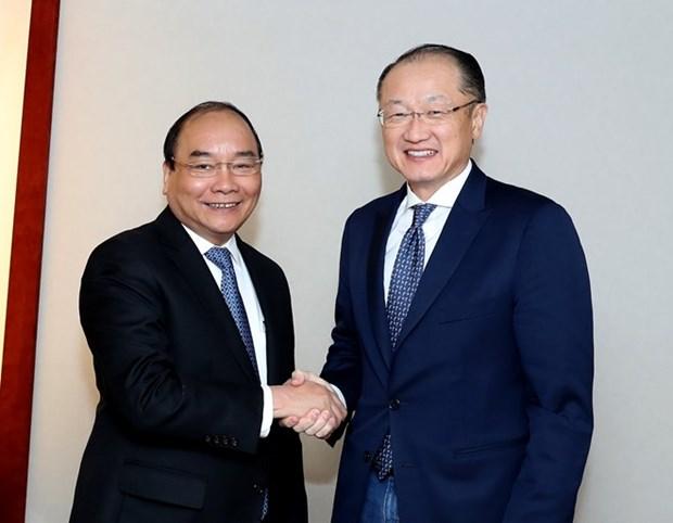 Premier vietnamita cumple intensa agenda de encuentros en Davos hinh anh 1