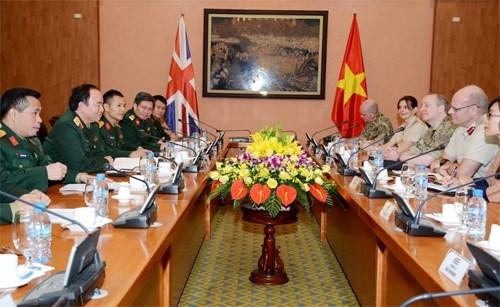 Vietnam y Reino Unido fortalecen lazos en medicina militar hinh anh 1