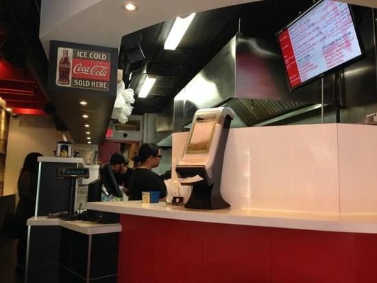 Cuatro restaurantes vietnamitas entre los 100 mejores en Canada hinh anh 1
