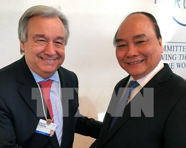 Continua ocupada agenda de premier vietnamita en Davos hinh anh 1