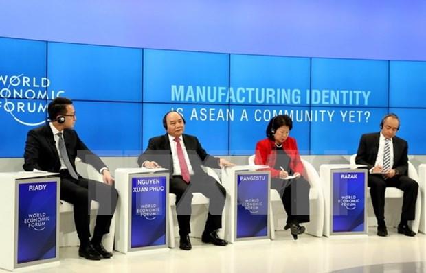Premier de Vietnam concluye su participacion en FEM 2017 con resultados importantes hinh anh 1