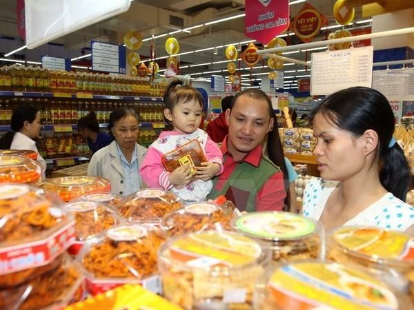 Productos vietnamitas dominan mercado nacional en visperas del Tet hinh anh 1