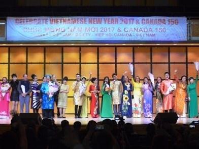 Celebran en Canada Feria nocturna de invierno en saludo al Ano Nuevo Lunar hinh anh 1