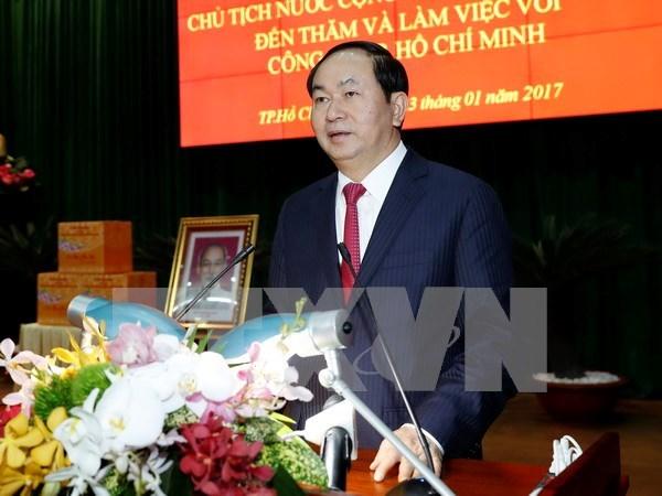 Presidente vietnamita visita fuerzas armadas de Ciudad Ho Chi Minh hinh anh 1