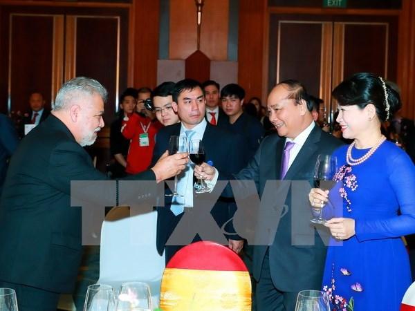 Primer ministro de Vietnam ofrece banquete en ocasion del Tet hinh anh 1
