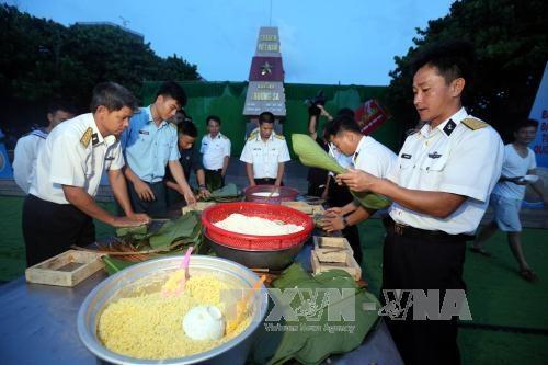Felicitan a pobladores y militares de Truong Sa en ocasion del Tet hinh anh 1