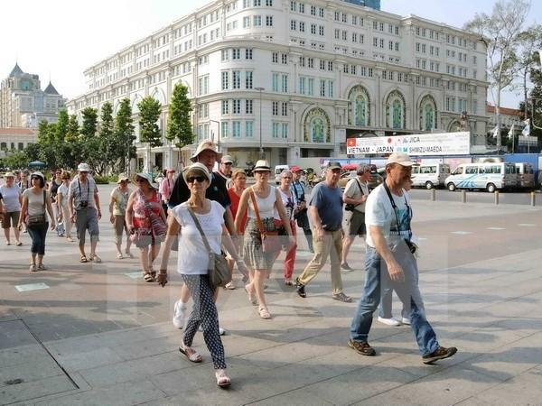 Llegan a Vietnam mas de un millon de turistas extranjeros en enero hinh anh 1