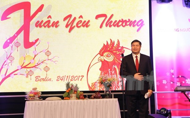 Vietnamitas en extranjero saludan Ano Nuevo Lunar hinh anh 1