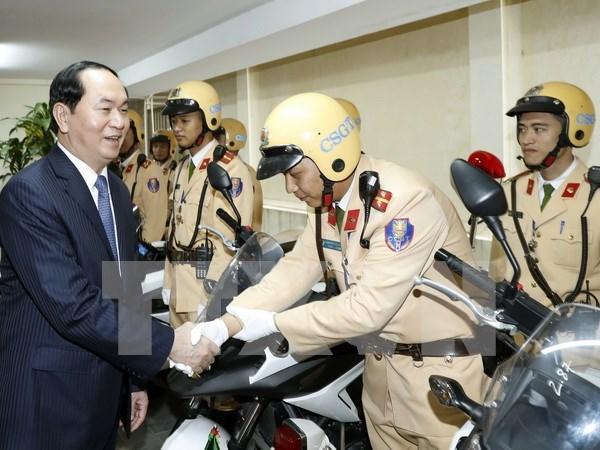 Presidente visita sede de la Policia de transito de Hanoi hinh anh 1