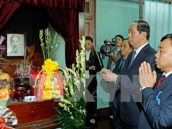 Presidente de Vietnam rinde homenaje a Ho Chi Minh hinh anh 1