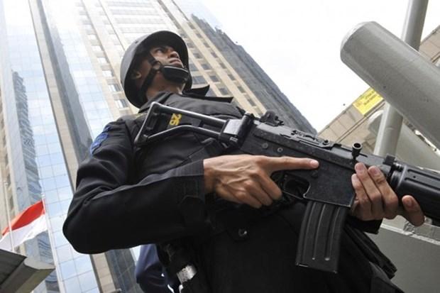 Indonesia arresta a exfuncionario vinculado al terrorista hinh anh 1