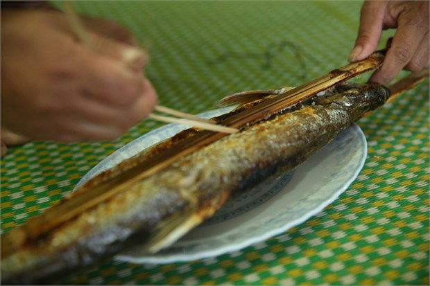Pescado asado del rio Da hinh anh 1