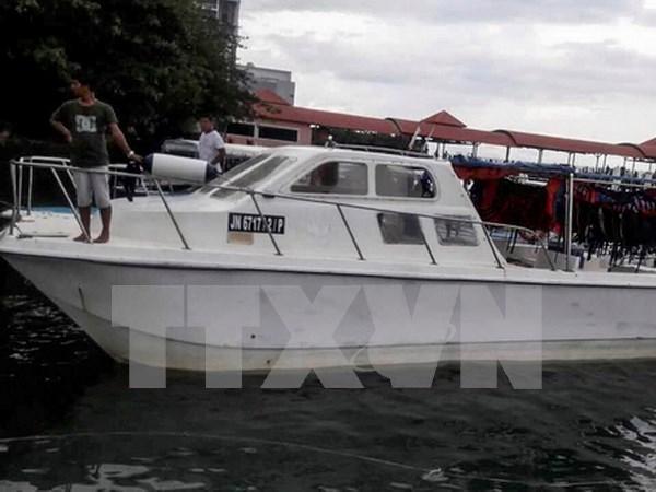 Rescatan a 23 turistas chinos a bordo de barco hundido en Malasia hinh anh 1