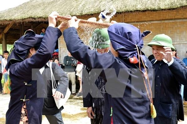 Oficios artesanales de la etnia Kho Mu hinh anh 1