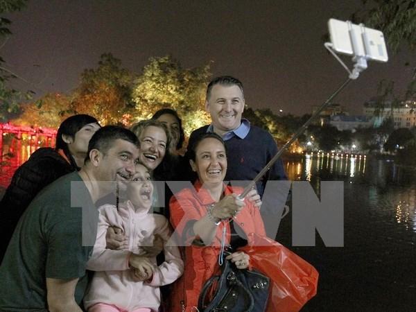 Vietnam registra gran afluencia de turistas en ambos extremos del pais hinh anh 1
