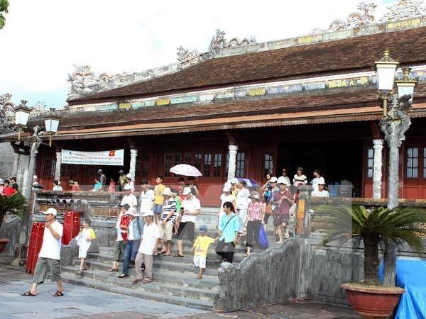 Antigua capital imperial de Vietnam recibe 100 mil turistas durante el Tet hinh anh 1