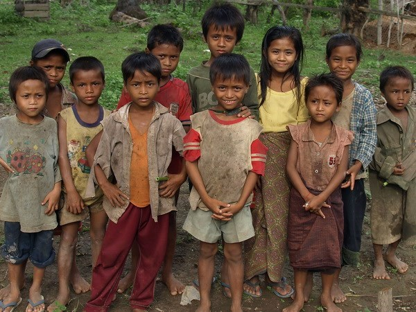 Destina Laos fondo millonario para lucha contra la pobreza hinh anh 1