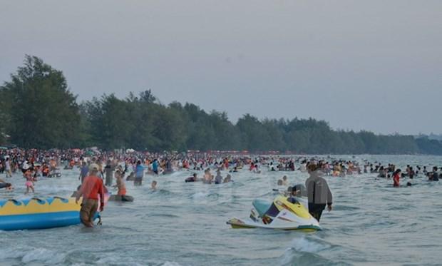 Aumenta cantidad de turistas en playas de Camboya en Ano Nuevo Lunar hinh anh 1
