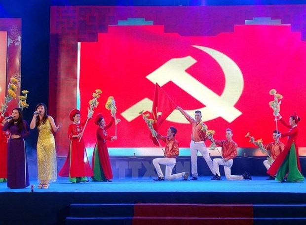 Laos y Camboya felicitan por el aniversario del Partido Comunista de Vietnam hinh anh 1