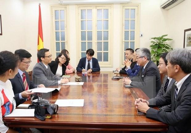 Viceprimer ministro de Vietnam recibe al presidente del periodico japones hinh anh 1