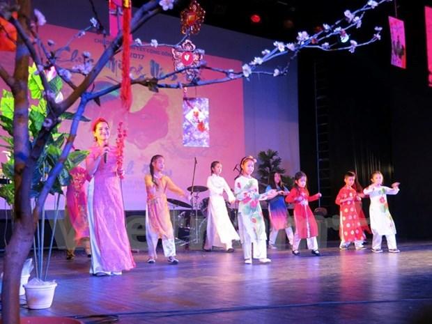 Vietnamitas en Francia saludan mayor fiesta tradicional hinh anh 1