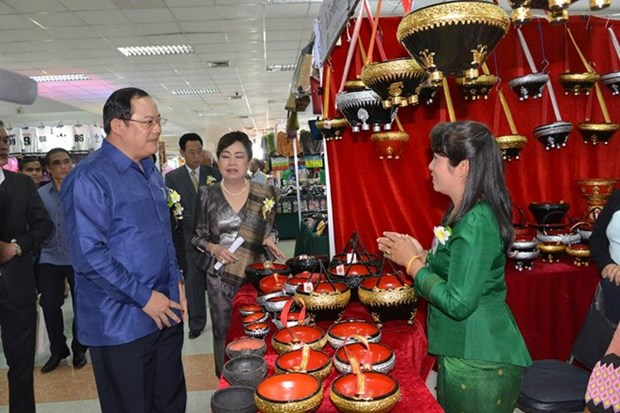 Empresarios de Laos y Francia intensifican cooperacion hinh anh 1