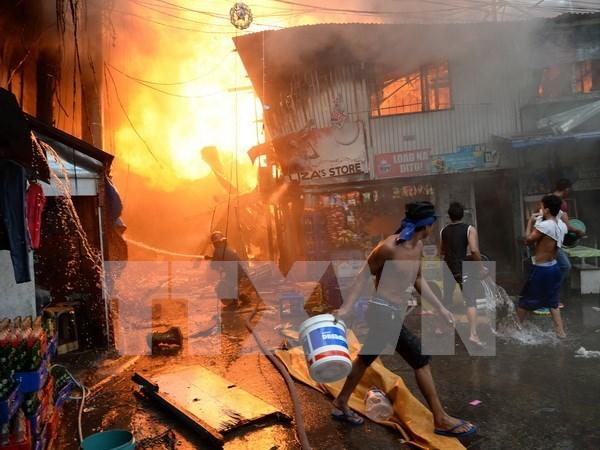 Gran incendio deja sin techo a miles de personas en Filipinas hinh anh 1