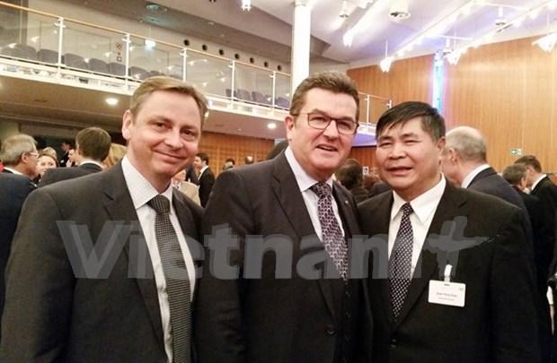 Empresas alemanas muestran interes en mercado de Vietnam hinh anh 1