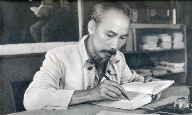 Inauguran en Thanh Hoa exhibicion sobre Presidente Ho Chi Minh hinh anh 1