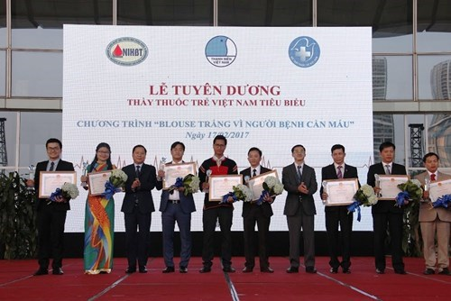 Honran a los 10 jovenes medicos mas sobresalientes de Vietnam hinh anh 1