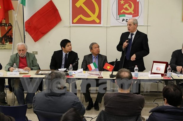 Imparten seminario en Italia sobre revolucion vietnamita hinh anh 1