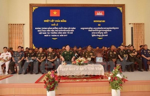 Inauguran obras financiadas por Vietnam en academia militar camboyana hinh anh 1