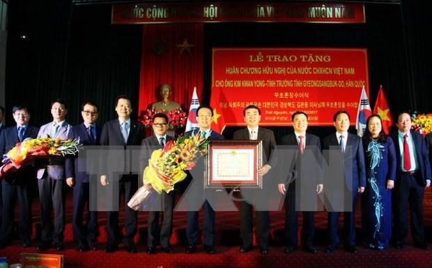 Entregan Orden de Amistad a gobernador de localidad sudcoreana hinh anh 1