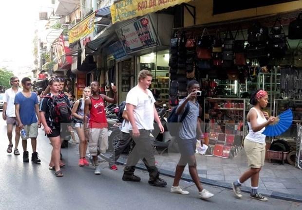 En alza llegadas de turistas extranjeros a Vietnam hinh anh 1