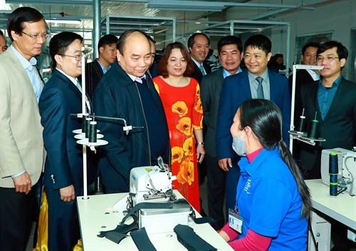 Premier vietnamita asiste a conferencia de promocion de inversion en Tuyen Quang hinh anh 1