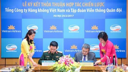 Viettel y Vietnam Airlines firman acuerdo de cooperacion estrategica hinh anh 1