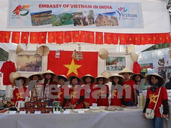 Presentan productos tradicionales vietnamitas en feria caritativa en India hinh anh 1