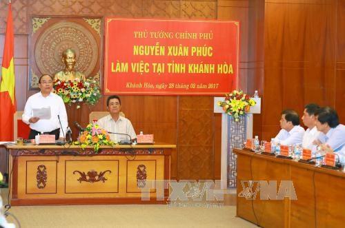 Premier exhorta a Khanh Hoa a desarrollar economia basada en turismo hinh anh 1