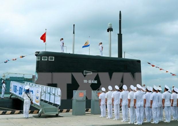 Premier de Vietnam asiste a izamiento de bandera en submarinos Kilo hinh anh 1
