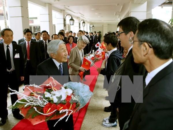 Visita a Vietnam del emperador Akihito acapara atencion de la prensa japonesa hinh anh 1