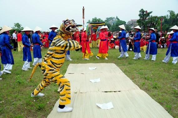 Entregan titulo de patrimonio nacional al canto y baile vietnamita Ai Lao hinh anh 1