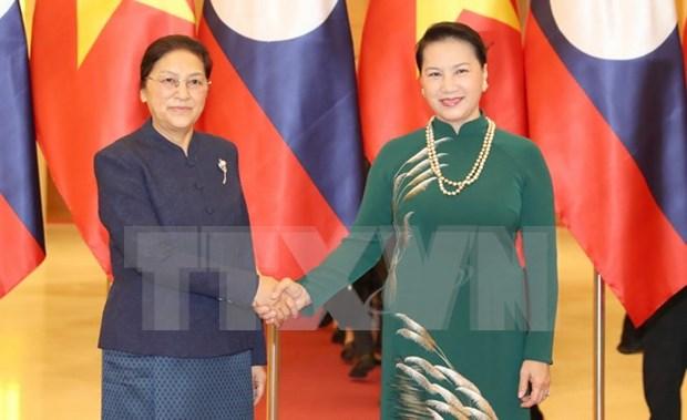 Parlamentos de Vietnam y Laos firman acuerdo de cooperacion hinh anh 1