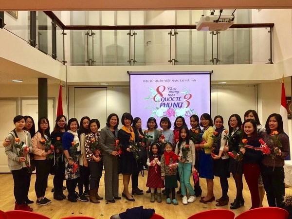 Vietnamitas en Europa conmemoran Dia Internacional de la Mujer hinh anh 1
