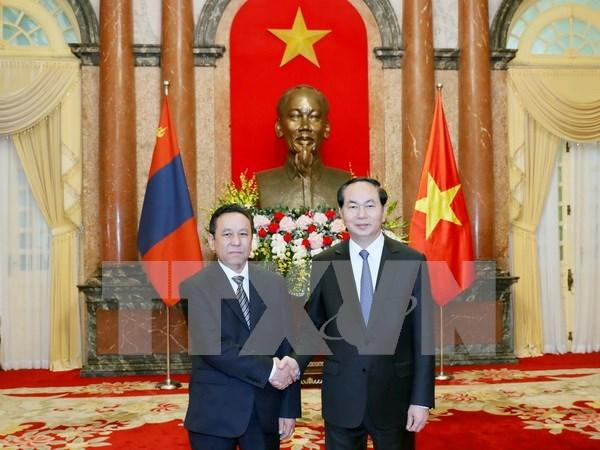 Presidente de Vietnam recibe a nuevos embajadores hinh anh 2
