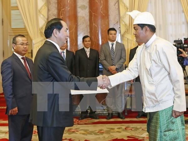 Presidente de Vietnam recibe a nuevos embajadores hinh anh 3