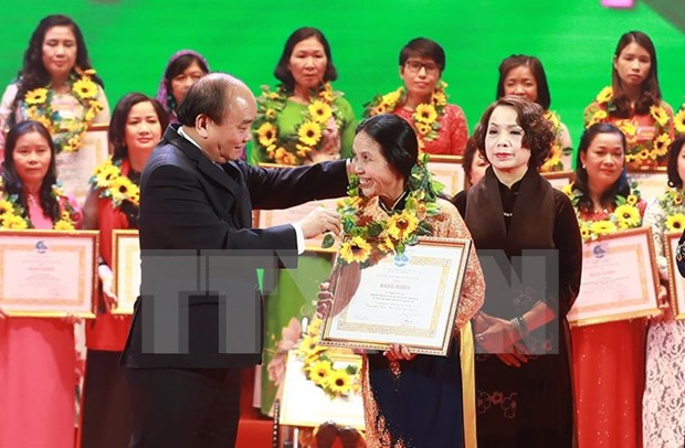Honran a mujeres cientificas vietnamitas con premios Kovalevskaya hinh anh 1