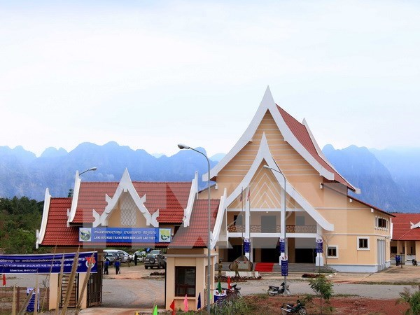 Inauguran Aldea de Amistad Vietnam-Laos en provincia laosiana hinh anh 1
