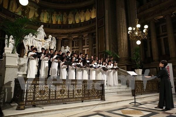 Coro vietnamita deleita a publico en Festival Internacional en Paris hinh anh 1