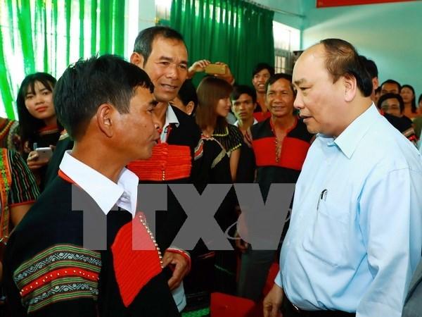 Premier de Vietnam se reune con pobladores en provincia altiplana hinh anh 1