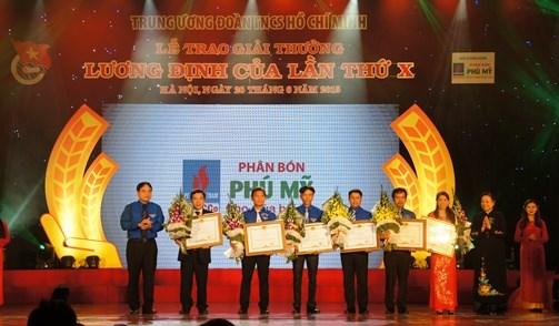 Honraran en Vietnam a los 10 jovenes mas sobresalientes hinh anh 1
